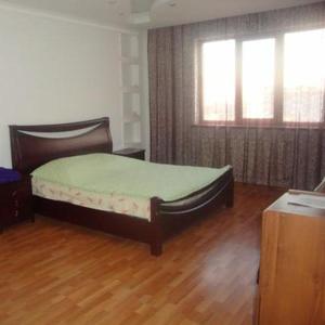 Продам 3х комнатную квартиру 143, 7 кв.м ,  район Драм театра,  дом Цесна